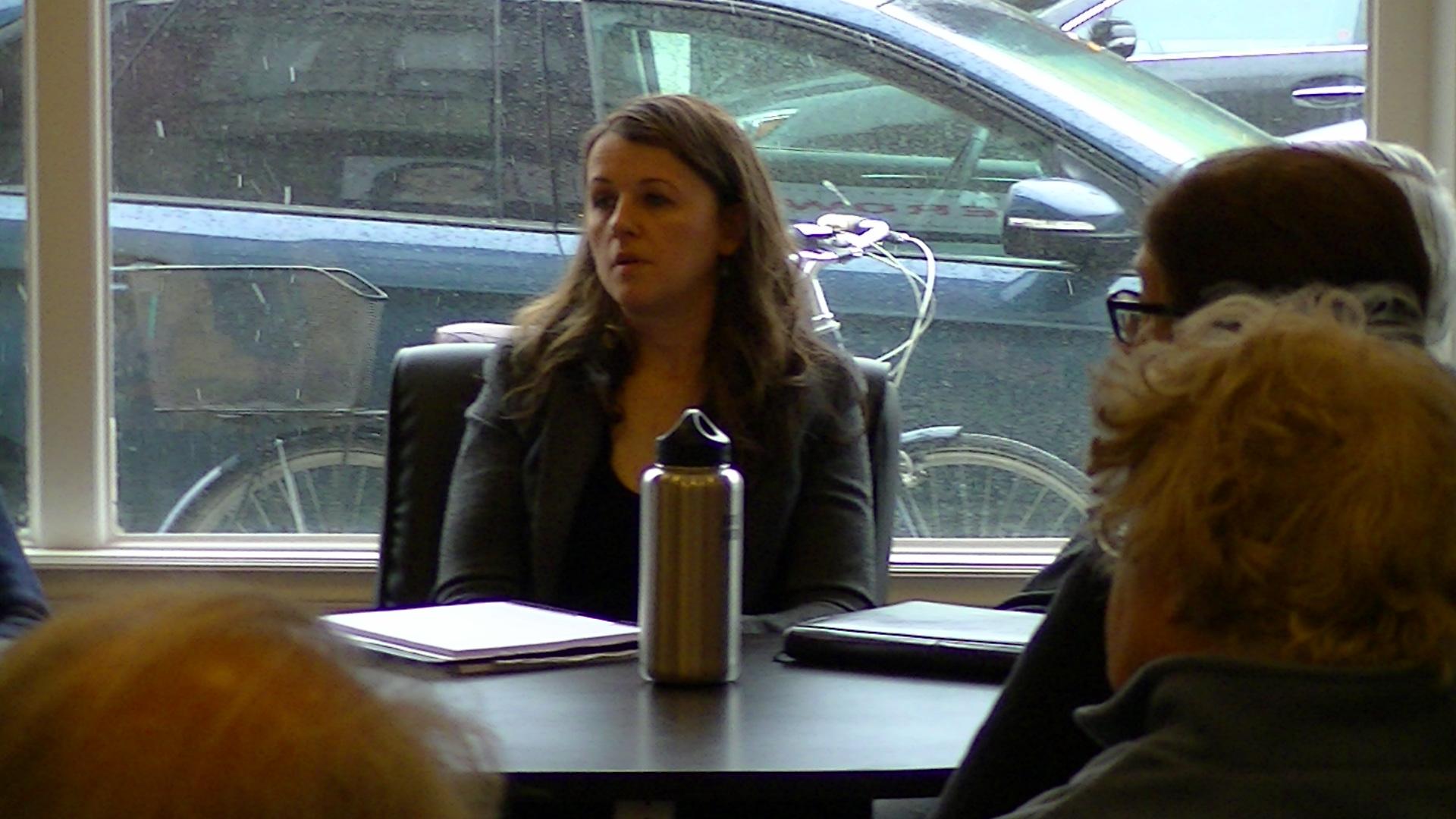 Julie Dzerowicz entourée des éléments de Davenport, la circonscription ou se trouvent les locaux de CHOQ FM 105.1