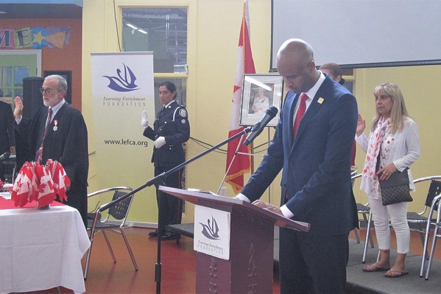 Ahmed Hussen, ministre de l'Immigration, des Réfugiés et de la Citoyenneté, prenait la parole le 1er juillet 2017 lors d'une cérémonie de citoyenneté à York, en Ontario.