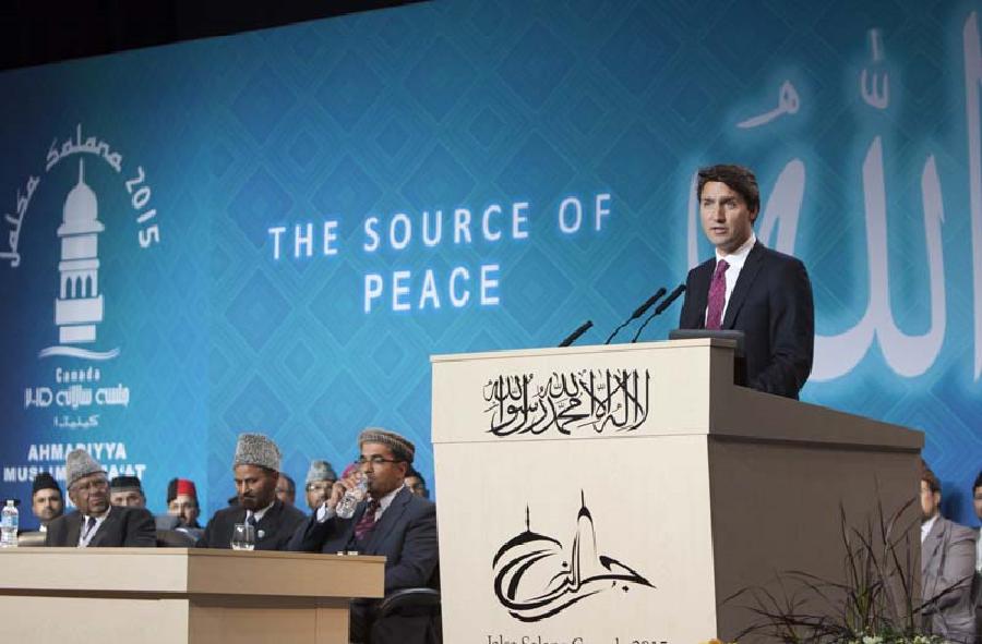 Aujourd'hui le 23e Premier ministre du Canada, Justin Trudeau prenait la parole en 2015 devant les membres participant au Jalsa Salana, en 2015.