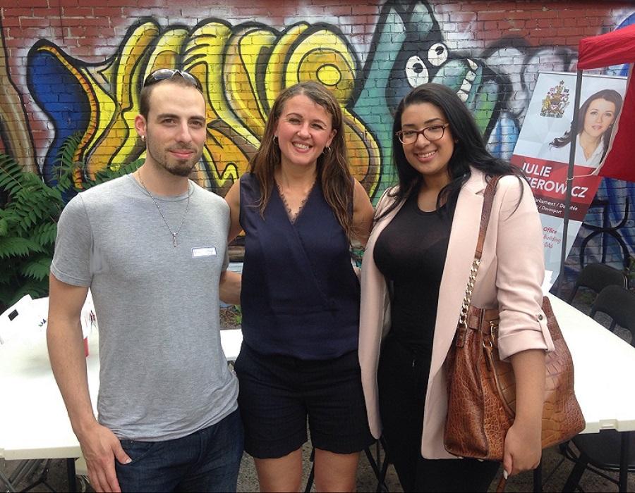 Nos journalistes, Myriam Eddahia et Félix Lacerte-Gauthier, en compagnie de la députée de Davenport, Madame Julie Dzerowicz.
