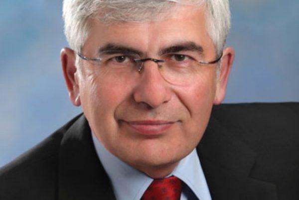 Monsieur Clément Gignac Vice-président principal et économiste en chef Industrielle Alliance – Gestion de placements inc